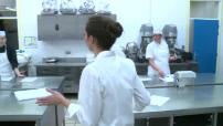 Nina Métayer , chef-pâtissier 2016, revient à son centre de formation à La Rochelle 2/2
