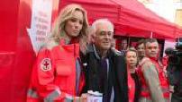 Adriana Karembeu donne le coup d'envoi de la grande quête de la croix rouge