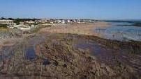 Vue aérienne par drone des bords de mer à Bretignolles