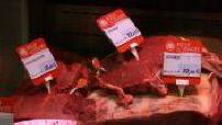 Diverses etiquettes aux rayons boucherie & poissonnerie