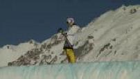 Marie Martinod faisant du ski