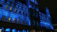 OFF - Décès de Johnny : rassemblement de fans belges sur la Grand Place de Bruxelles