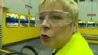 Citroën : Linda Jackson visite une usine Opel à Saragosse 2/5