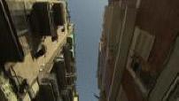 Travelling filmant ciel dans rue de Paris + palmier + fougères dans forêt