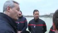 Bruno Le Maire et Sébastien Lecornu en visite auprès des sinistrés de Saint-Aubin-lès-Elbeuf