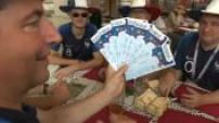 Mondial 2018 : des supporters français avec leurs billets pour la finale