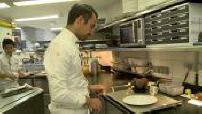 Dans la cuisine de Julien Alvarez, pâtissier du Bristol