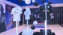 Illustration maillots PSG x Air Jordan dans le store PSG de Bercy