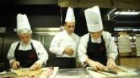 Les apprentis au travail dans l'école de cuisine de Thierry Marx P.2