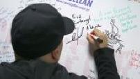 """D'jal à l'association """"Cap Magellan"""" : autographes, plaisanteries"""