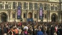 Hôtel de ville : Hommage aux pompiers de Paris